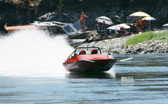 Jet Boat racer on the Salmon