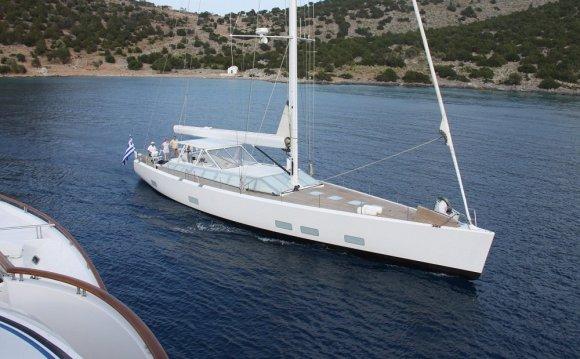 The 25 metre modern sailing
