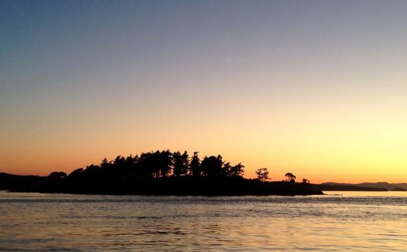 Sunset moonrise sailing San