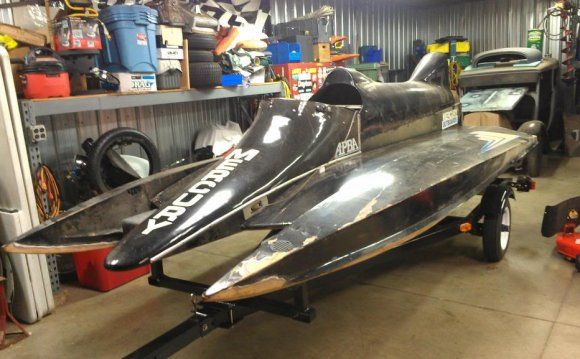 Tunnel hull Race boats