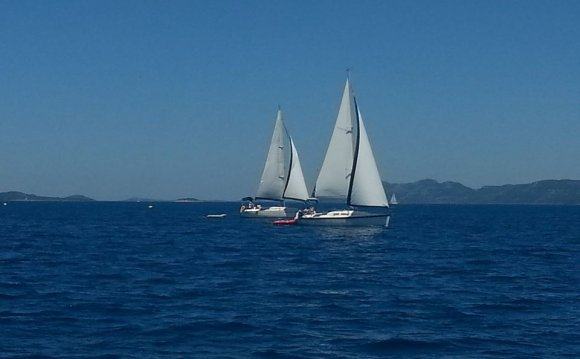 Learn to sailing holidays for Singles